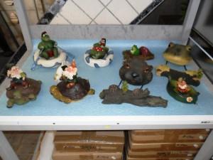 Diverse decoratie voor in de vijver te koop bij Veldt Restpartijen te Heerle